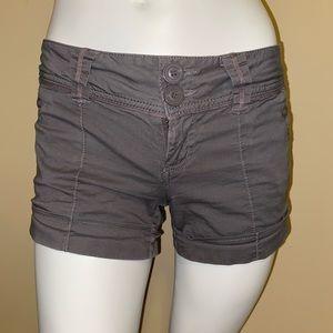 Med grey shorts